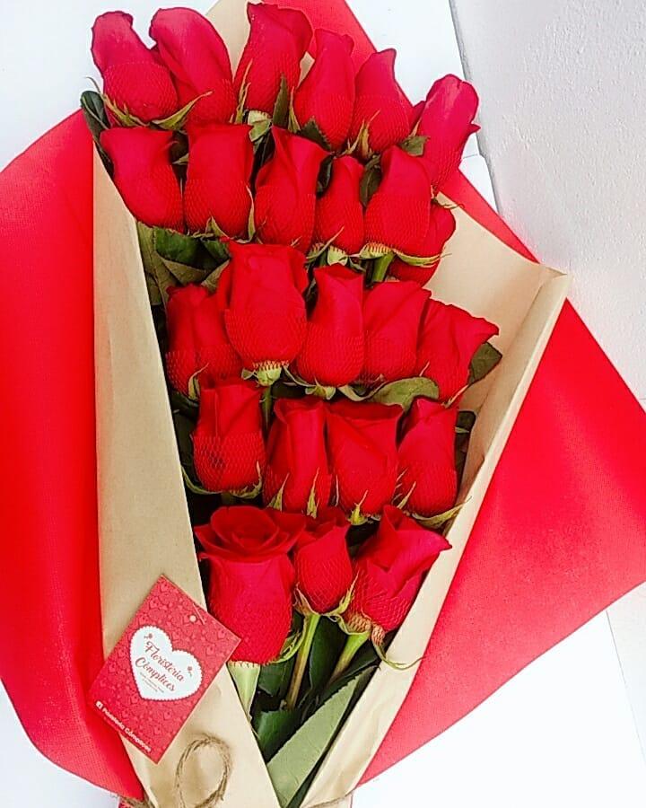 Ramo Gigante De 24 Rosas Rojas Más Tarjeta Dedicatoria Florería Delivery Cómplices